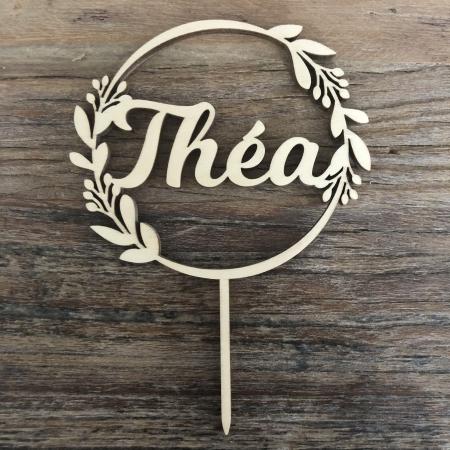 Cake topper personnalisé couronne de feuille prénom Théa en bois de peuplier