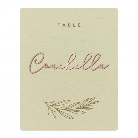 Nom de table mariage personnalisée en bois avec relief en plexi rose gold collection mariage Verlaine.