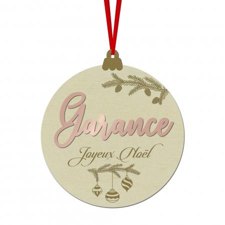 Boule de Noël personnalisée avec décors branches de sapin, en bois de peuplier.