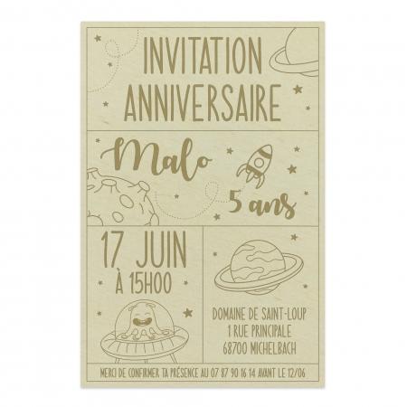 Invitation personnalisée en bois thème de l'espace « Vers l'infini…»