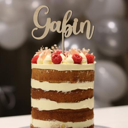 Cake topper personnalisé prénom Nº 1 en bois d'okoumé sur gâteau